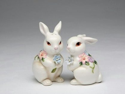 White Bunny Rabbits with Flowers Ceramic Easter Salt and Pepper Shakers 10443